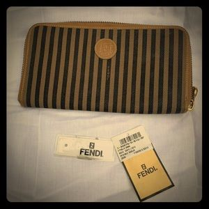 🇨🇮2001 FENDI ROMA pequin zippy wallet